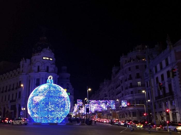 Karácsonyi-gömb-Metropolitan-Gran-Vía