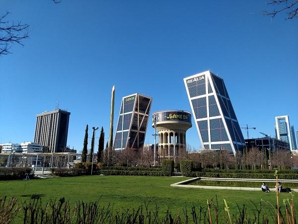 Madrid-Torres-Kio-felhőkarcolók