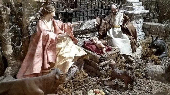 Nápolyi-betlehem-Szent-család-és-kutya